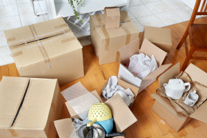 movers pack and unpack boxes